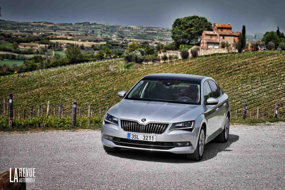 photo skoda superb style interieur exterieur ann e 2015. Black Bedroom Furniture Sets. Home Design Ideas