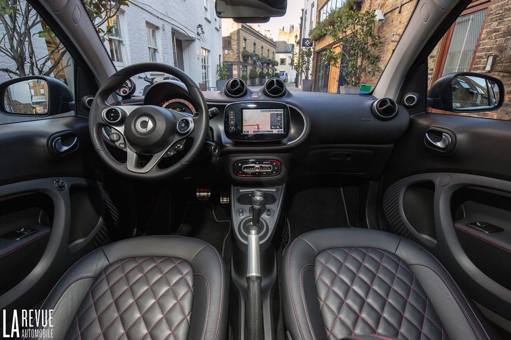 Interieur_Smart-Brabus-Tailor-Made_33