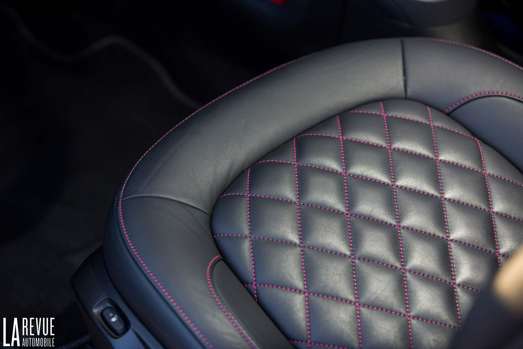 Interieur_Smart-Brabus-Tailor-Made_36