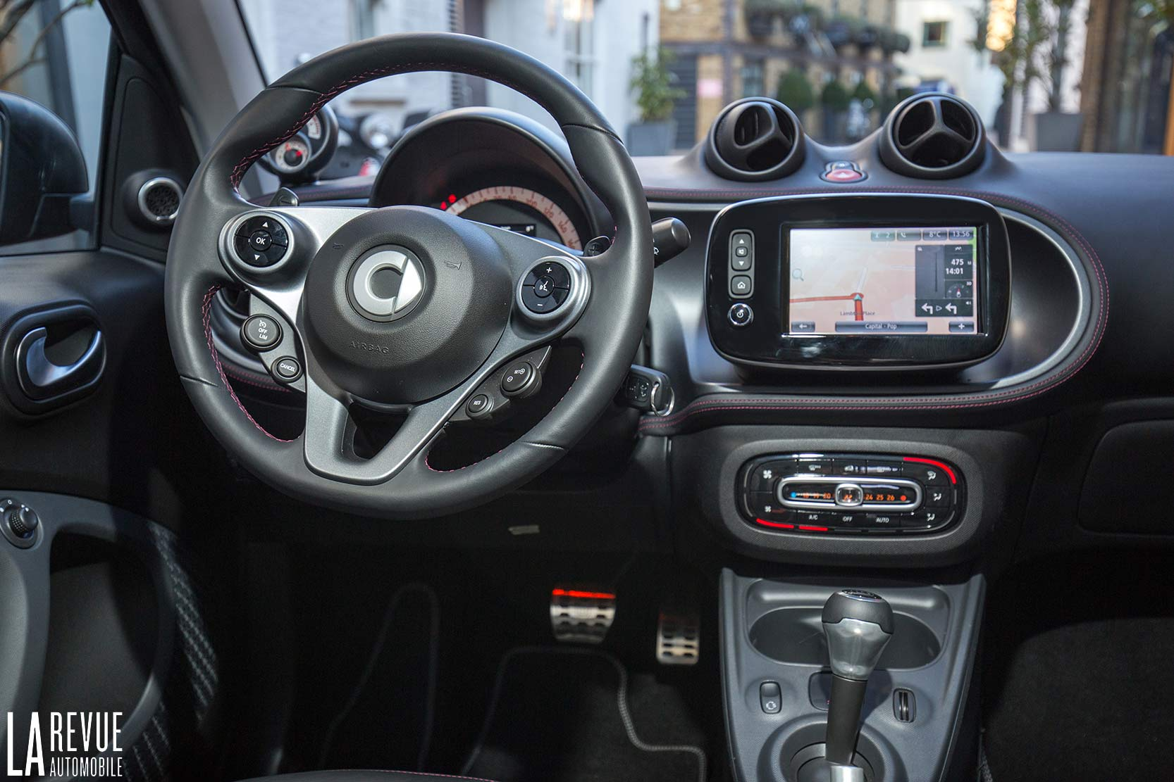 Interieur_Smart-Brabus-Tailor-Made_43