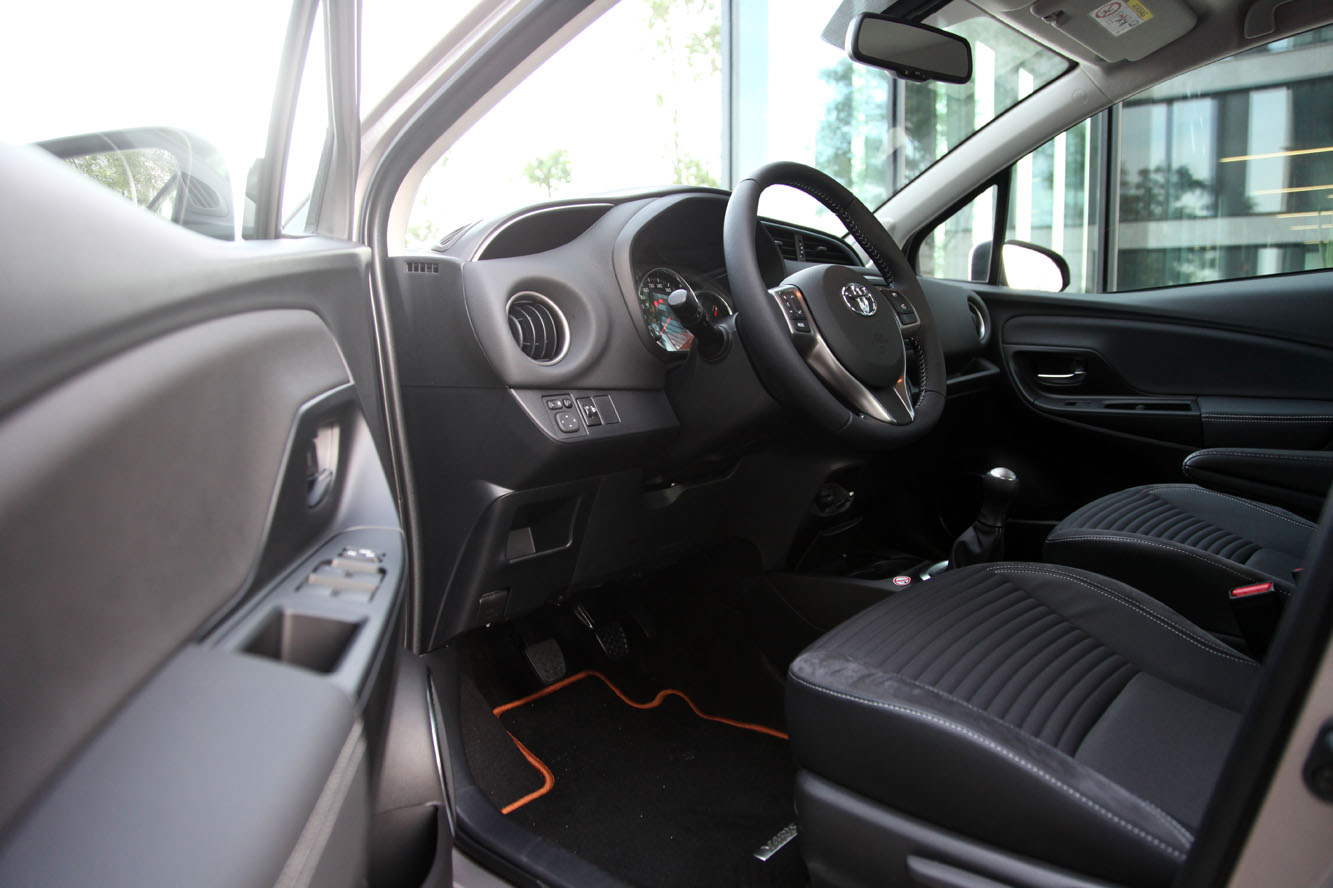 Interieur_Toyota-Yaris-1.0_23