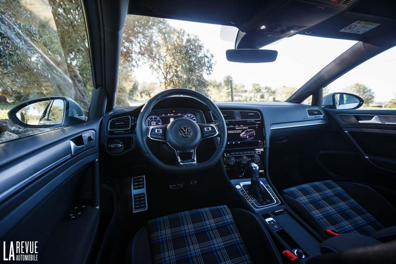 Interieur_Volkswagen-Golf-7-GTE_44