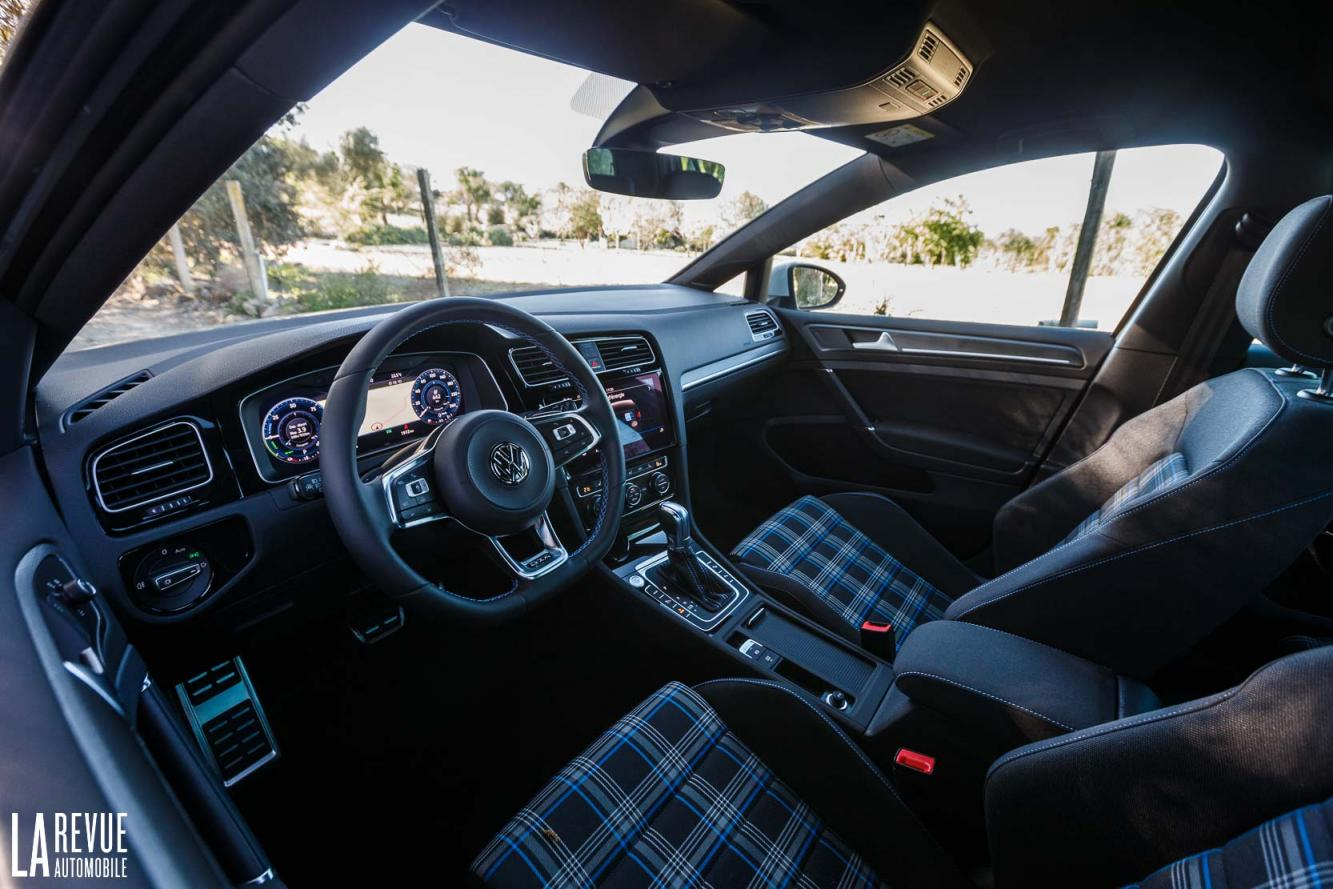 Interieur_Volkswagen-Golf-7-GTE_51