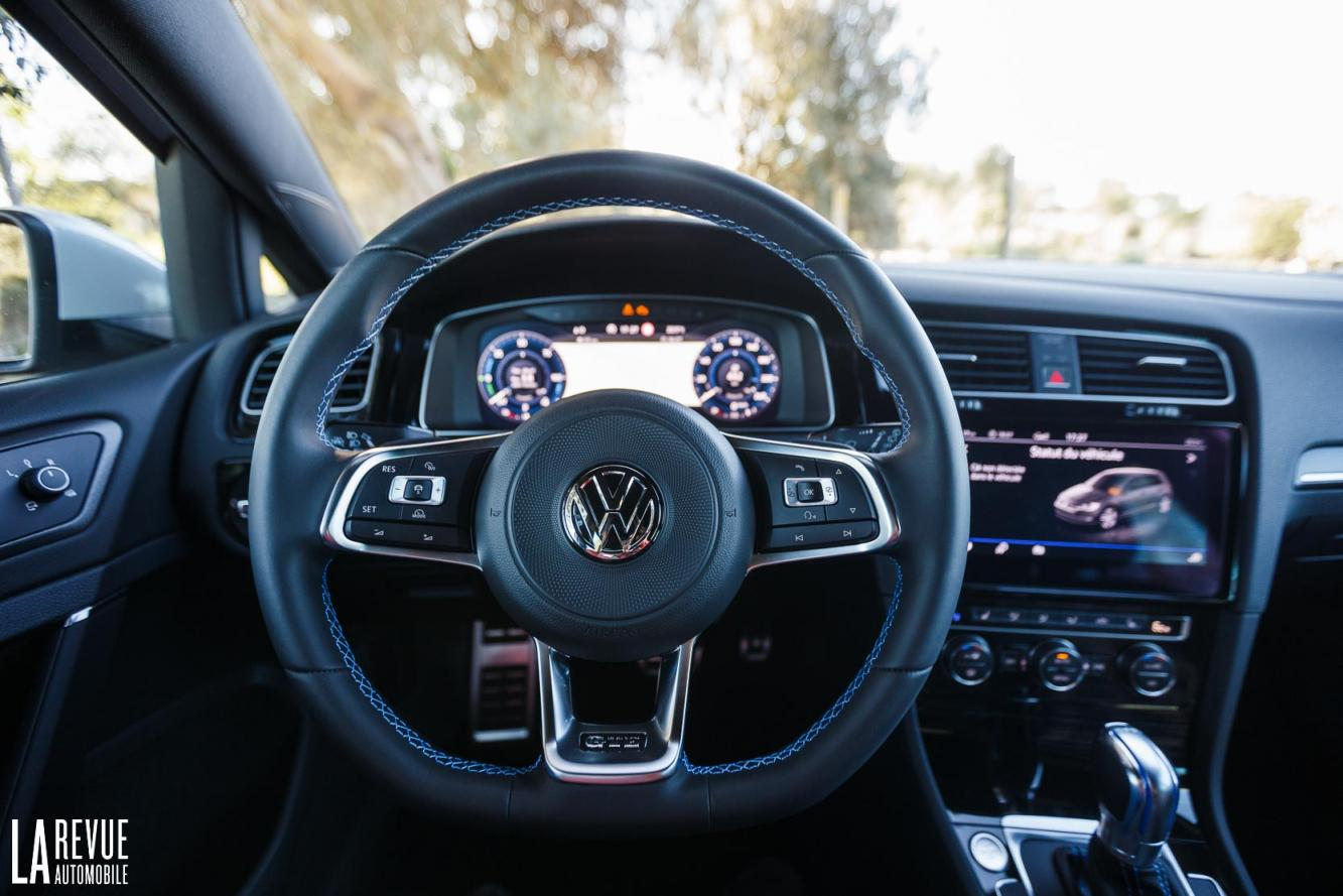Interieur_Volkswagen-Golf-7-GTE_35