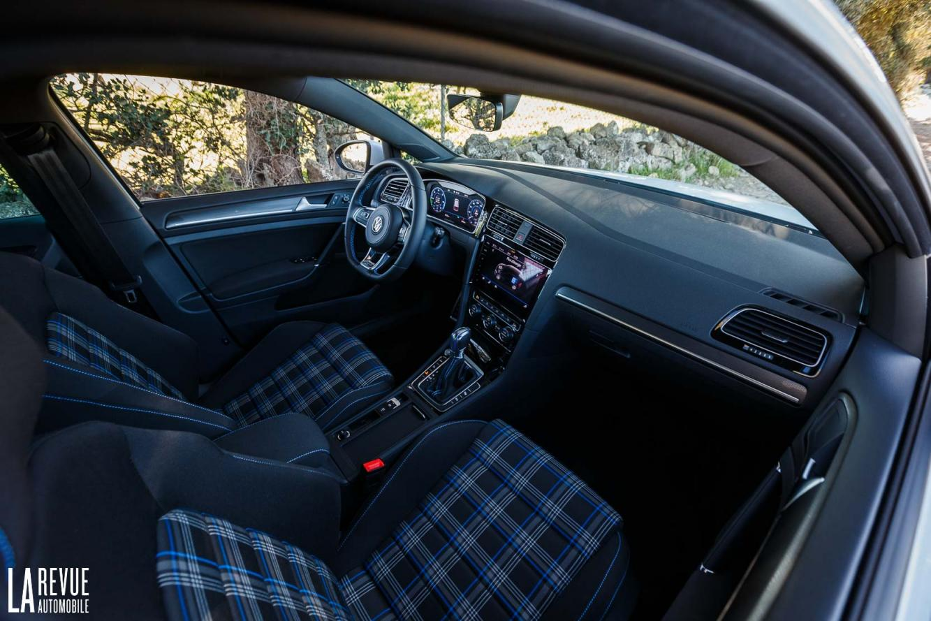 Interieur_Volkswagen-Golf-7-GTE_52