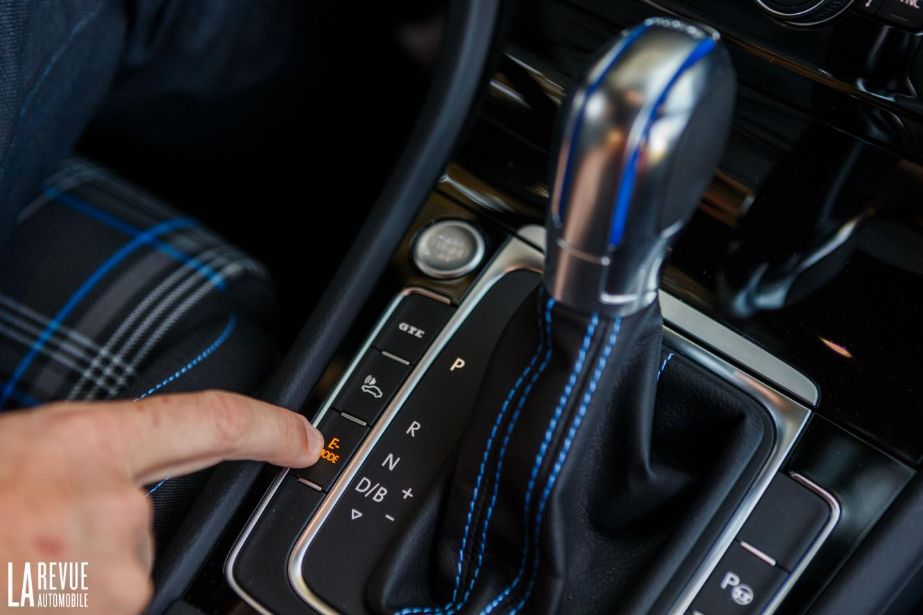 Interieur_Volkswagen-Golf-7-GTE_38
