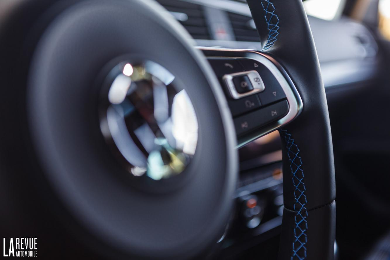 Interieur_Volkswagen-Golf-7-GTE_53