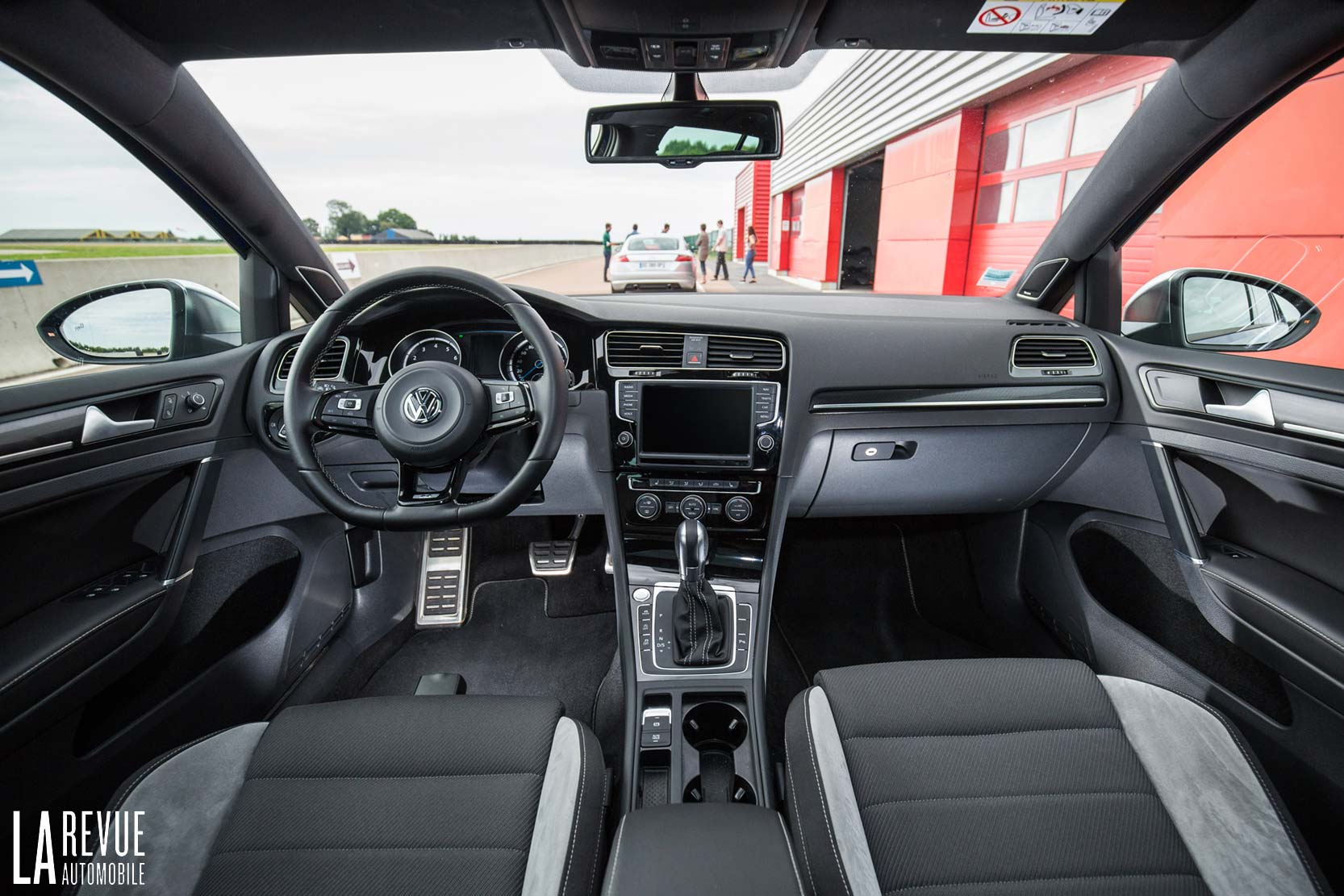 Interieur_Volkswagen-Golf-R-SW-2016_45