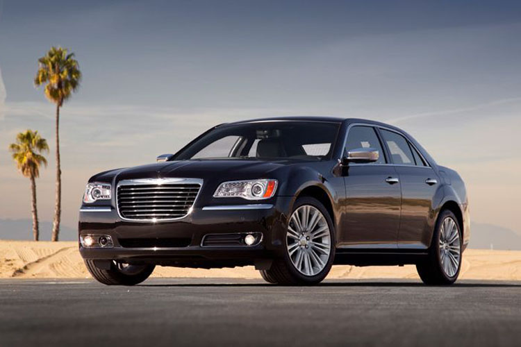 Chrysler 300c ou lancia thesis