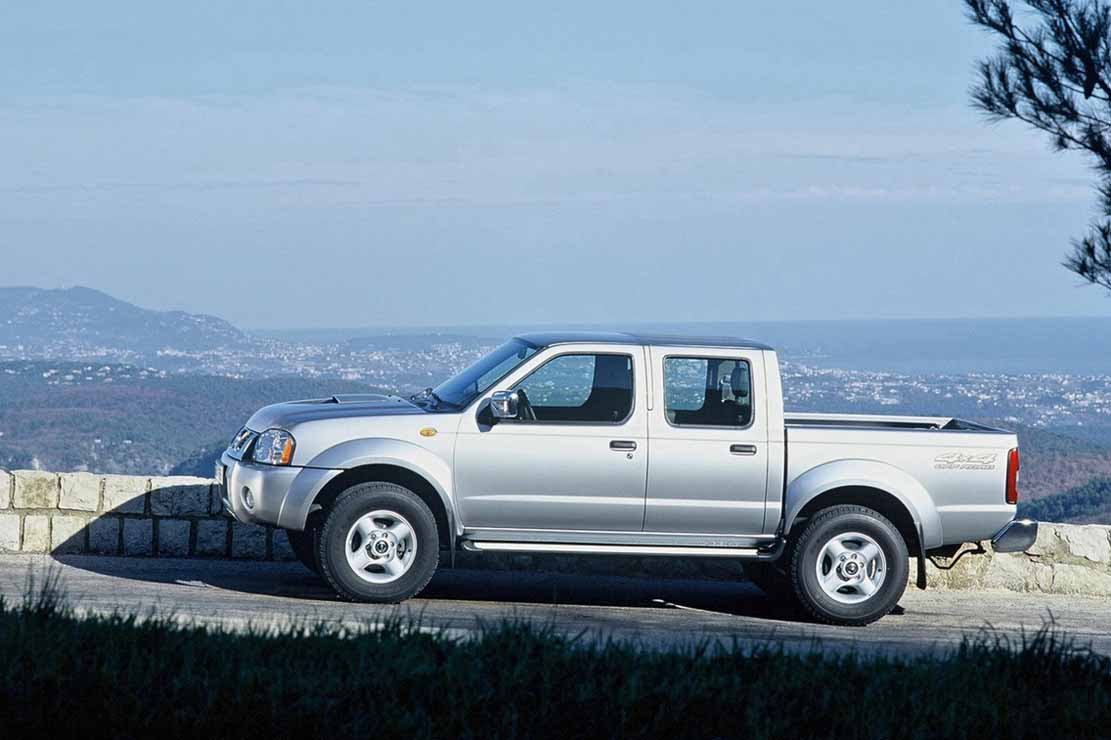 fiche technique nissan navara 2 5 dci double cab 2008. Black Bedroom Furniture Sets. Home Design Ideas