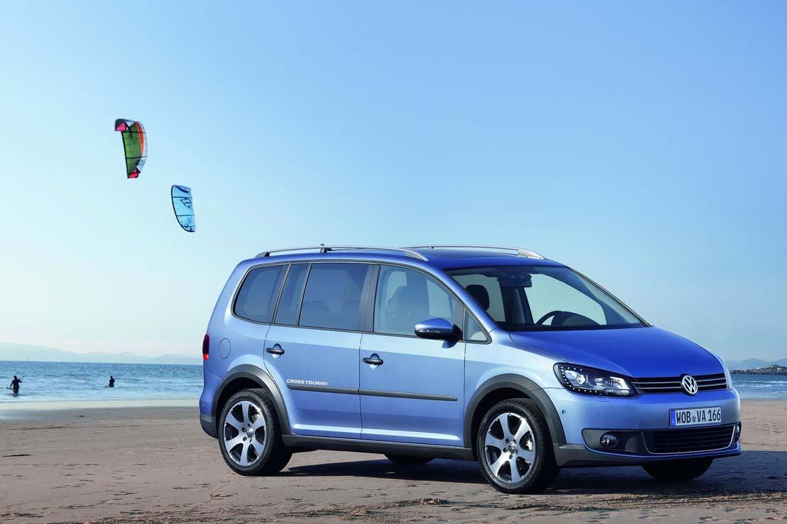 https://www.larevueautomobile.com/images/fiche-technique/2014/Volkswagen/Cross-Touran/Volkswagen_Cross_Touran_002.jpg